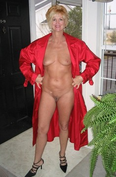 Real american housewives naked at home