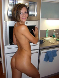 Middle-aged cougar takes nude selfies..