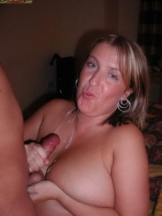 Real MILFs sucking cocks.