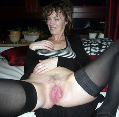 Chubby mature whore asks cock in each..