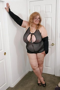 Nude mature BBW, amateur photos and..