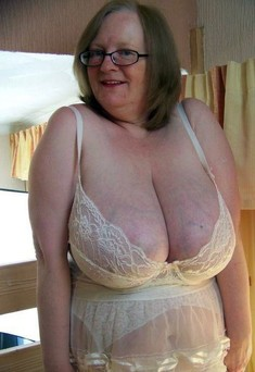 Grannies with still firm tits, amateur..