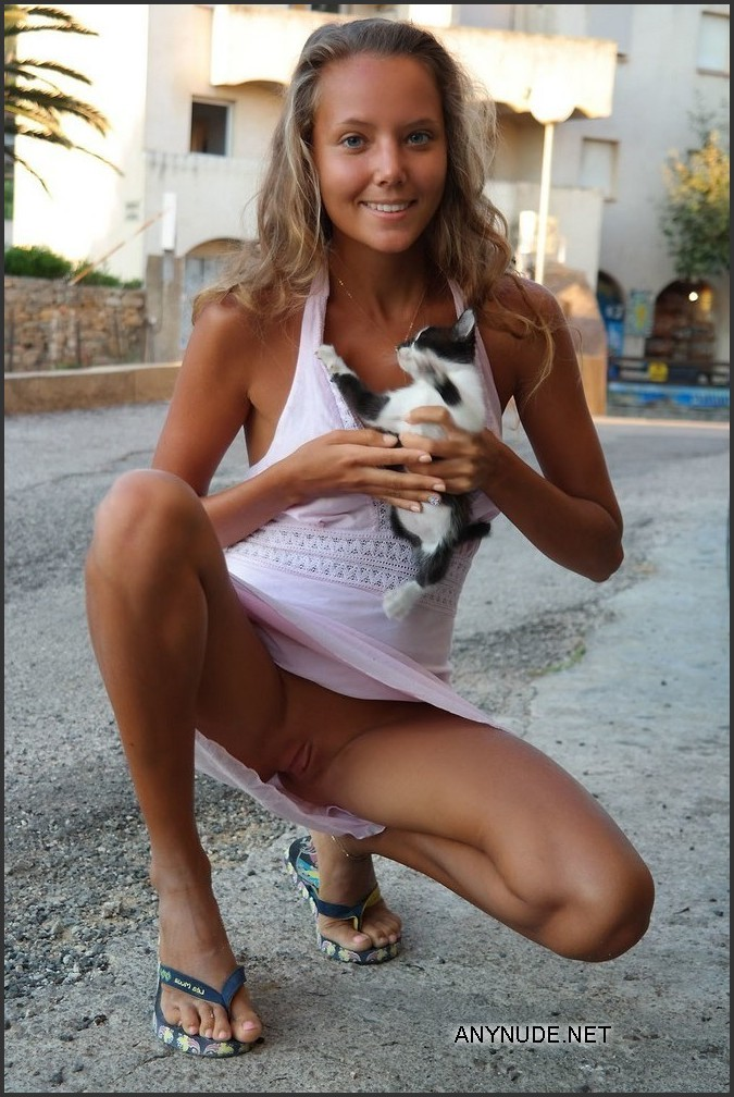 young and public pussy flashing